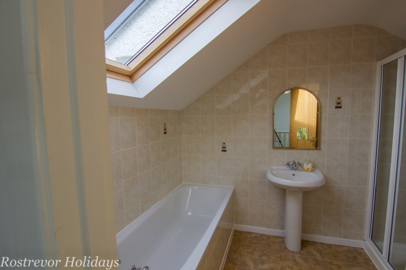 Roosley, Bathroom with Shower, Rostrevor Holidays
