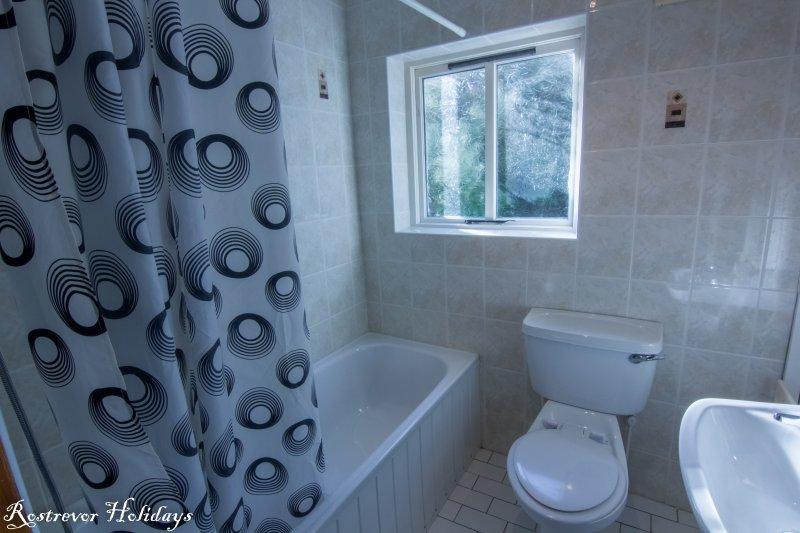 Bathroom, Cnoc Si, Rostrevor Holidays