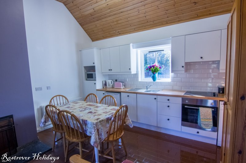 Fully equipped Kitchen, Cnoc Si, Rostrevor Holidays