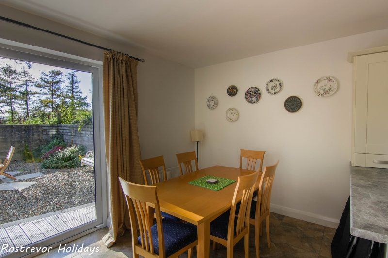 Slieve Meel Dining area. Large Group Accommodation. Vacation Rentals. Rostrevor Holidays (16)