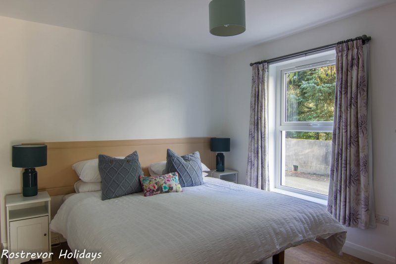 Slieve Meel Bedroom. Large Group Accommodation. Vacation Rentals. Rostrevor Holidays (21)