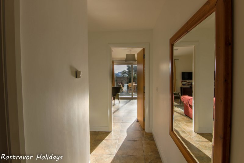 Slieve Meel Hallway. Large Group Accommodation. Vacation Rentals. Rostrevor Holidays (23)