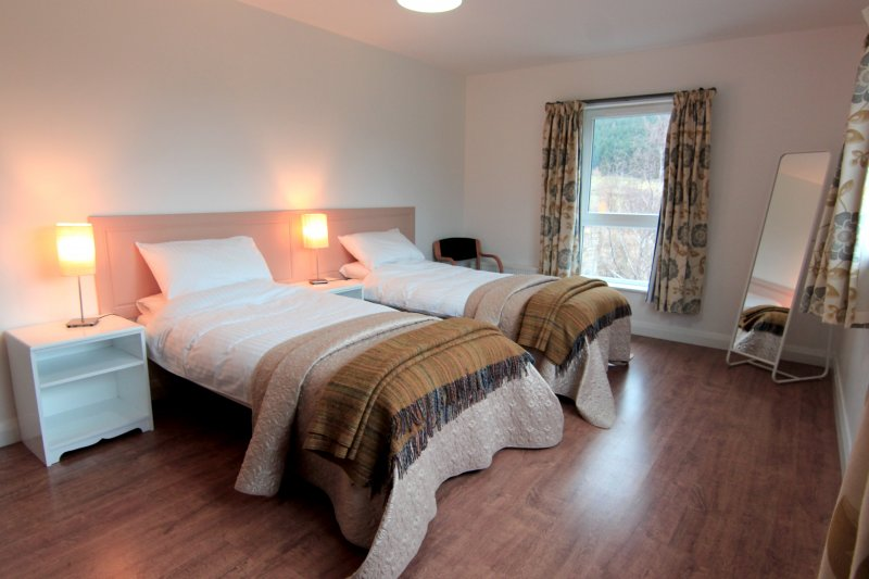Large Group Accommodation. Vacation Rentals. Rostrevor Holidays (32)