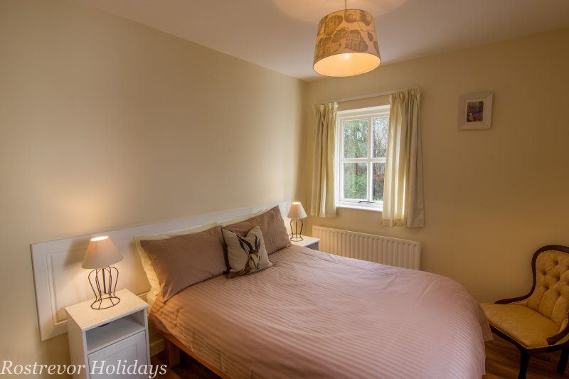 Leckan Beg, Double Bed, Rostrevor Holidays