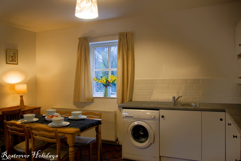 Leckan Beg, Kitchen, Rostrevor Holidays