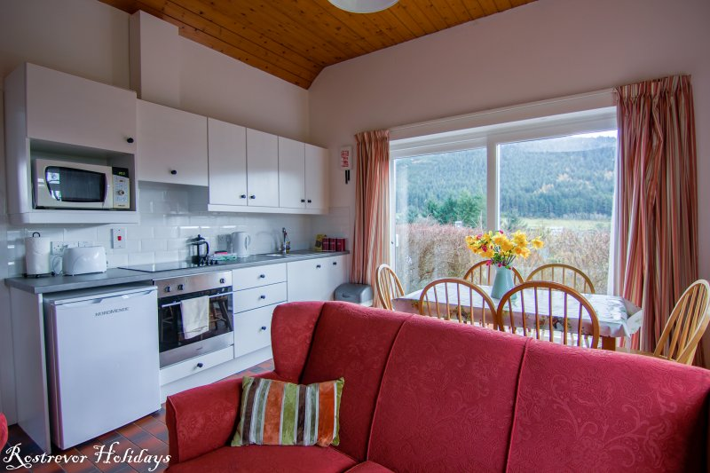 Fully equipped kitchen in Leckan Mor, vacation rental Ireland