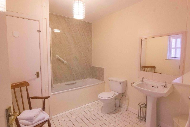 Bathroom, Leckan Mor, Rostrevor Holidays