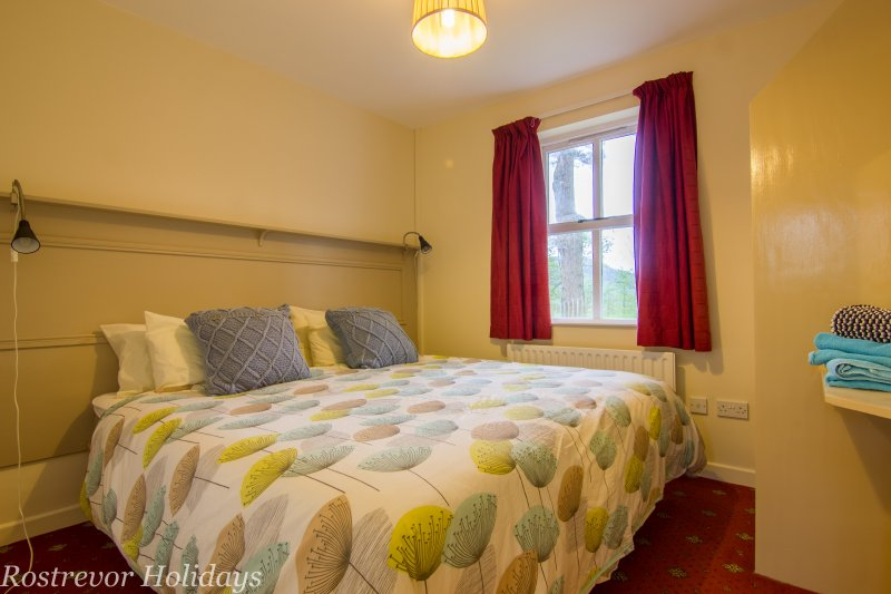 Superking Bed. Bedroom. Holiday Cottage Ireland