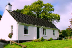 Cnoc Si cottage. Sleeps 6. 1 double, 2 twins. Dog Friendly.